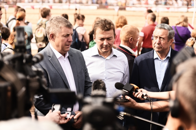 Александр Богомаз и Александр Линник дают комментарии прессе.