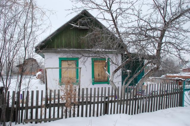 На даче в зимний период нужно бывать несколько раз, чтобы убедиться, что домик никто не разграбил.