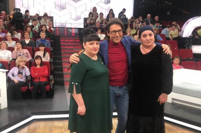 Елена Ячменева (слева), Андрей Малахов и Зумрият Резаханова