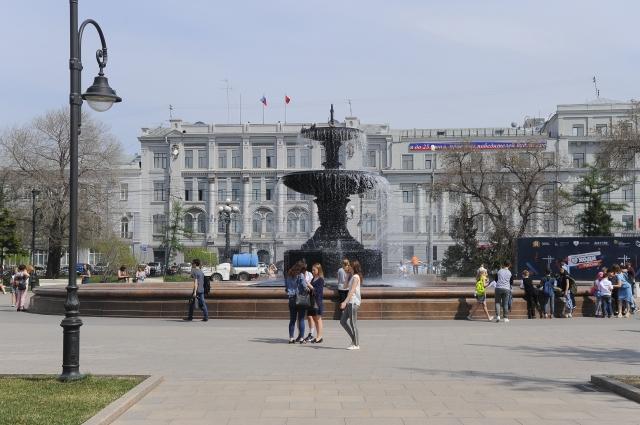 Сквер им. Дзержинского стал одной из визитных карточек Омска и излюбленным местом отдыха горожан.
