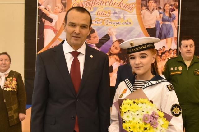 За участие в военном параде в День Победы Диана Александрова награждена медалью Минобороны России.