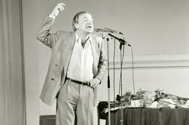 Андрей Вознесенский в зале П.И. Чайковского, 1988 год