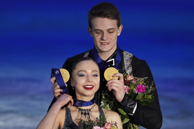 Александра Бойкова и Дмитрий Козловский на чемпионате Европы по фигурному катанию.