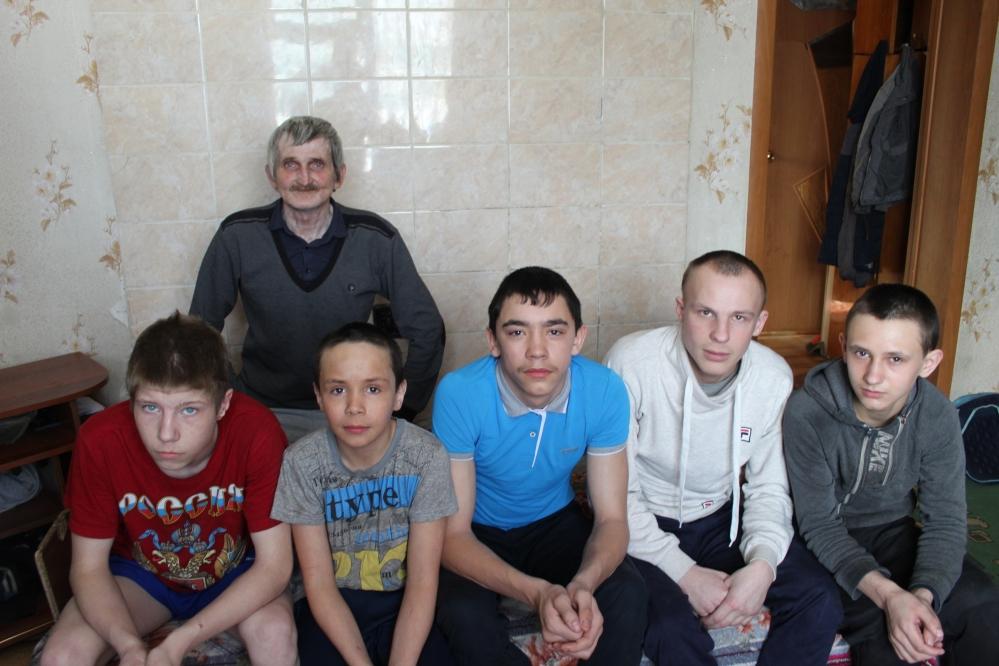 В семье Игоря Мотыгина воспитываются пятеро пацанов, четверым из которых еще нет 16 лет. Значит, они имеют право на пособие в 10 тысяч рублей.
