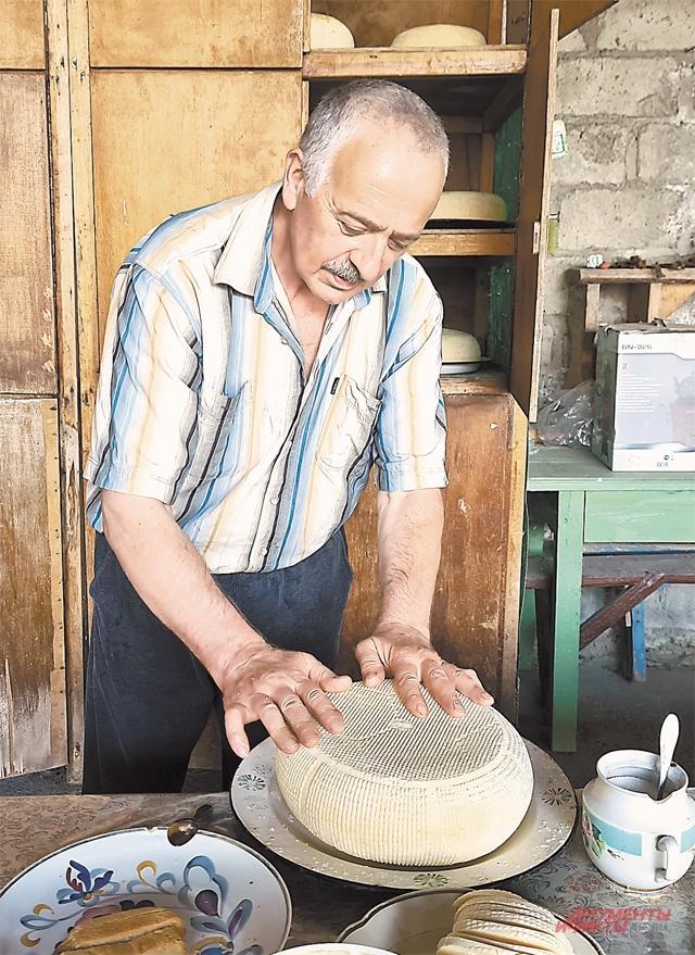Фермер Эльбрус Хамицев из села Горная Саниба всю свою продукцию делает вручную.
