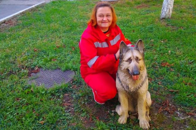 Елена работает в ковидной бригаде скорой помощи.