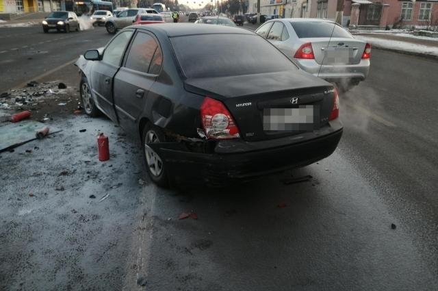 В Твери в ДТП с пятью машинами пострадала 16-летняя девушка
