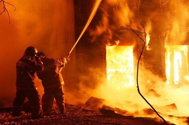 В жару тушение пожаров не менее тяжелые, чем в -50.