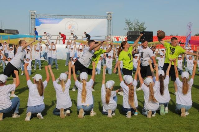 В Новотроицке спартакиада Металлоинвеста собрала на стадионе около трех тысяч зрителей.
