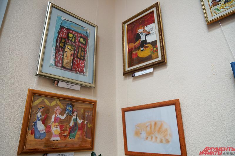 Спустя полгода в Белой гостиной гордумы открылась выставка картин убитой студентки Лизы Зобниной