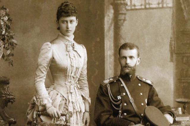 В сентябре 1883 года состоялась официальное обручение молодых, а в июне 1884 года  - церемония бракосочетания.