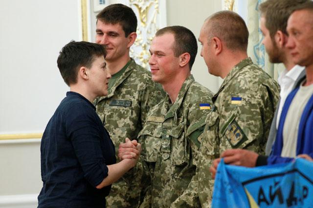 Надежда Савченко успела встретиться с сослуживцами по «Айдару».