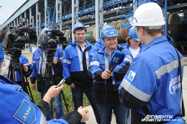 Журналисты своими глазами увидели отгрузку готовой продукции с ОНПЗ.