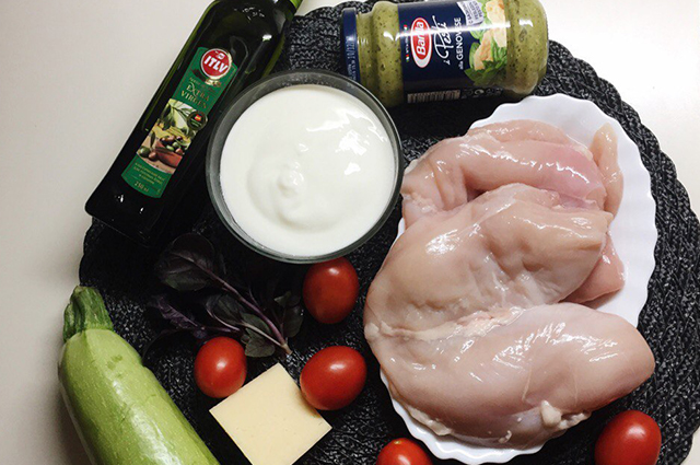 Куриные рулетики с сыром, базиликом и цуккини