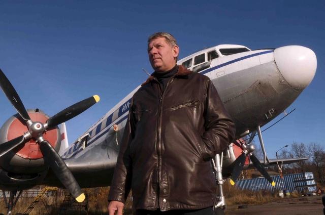 Александр совершил на Ил-14 сотни полётов.