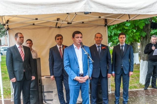 Мэр города Евгений Первышов поблагодарил всех, кто пришёл принять участие в закладке аллеи Памяти.