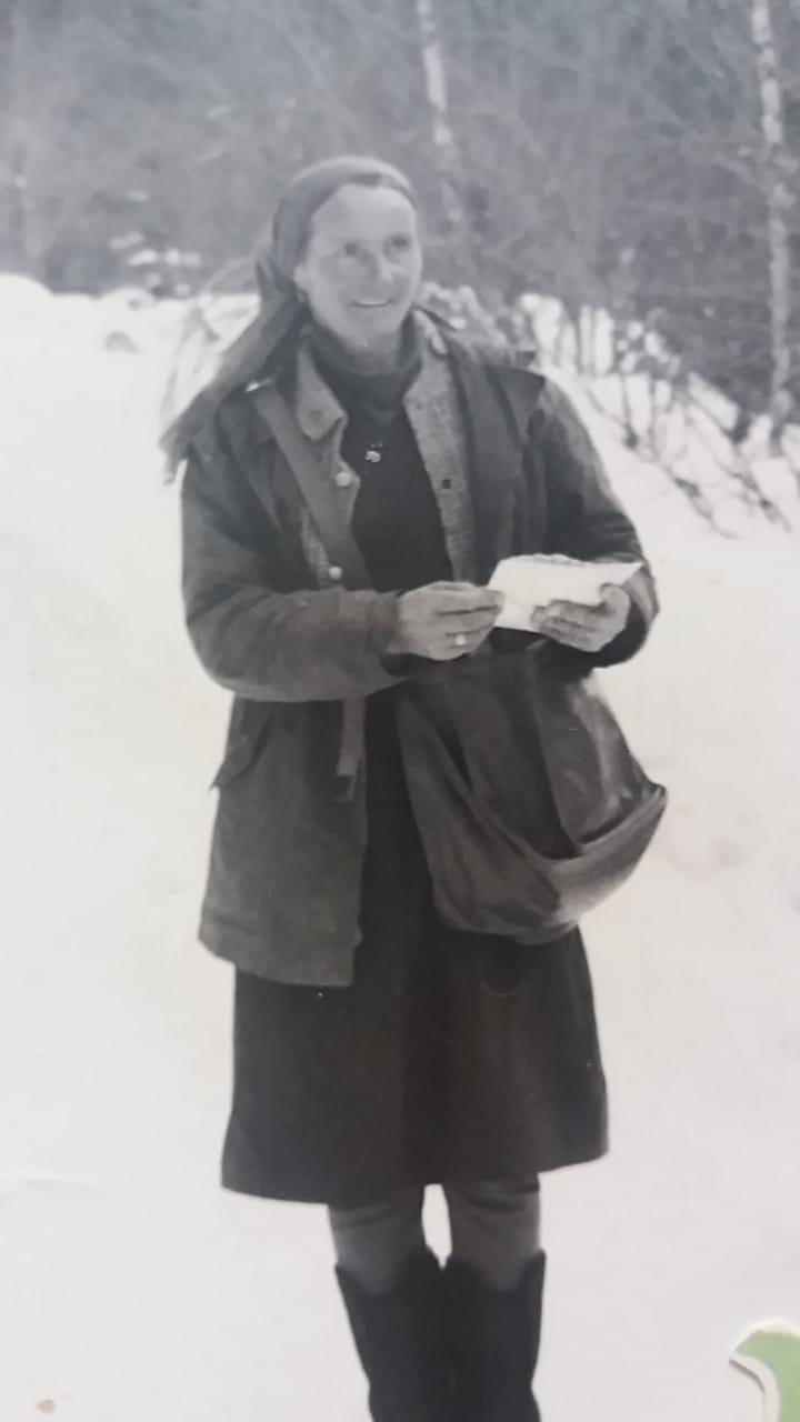 Зимой Дзалаева доставляет письма адресатам даже тогда, когда дорогу перекрывает лавина.