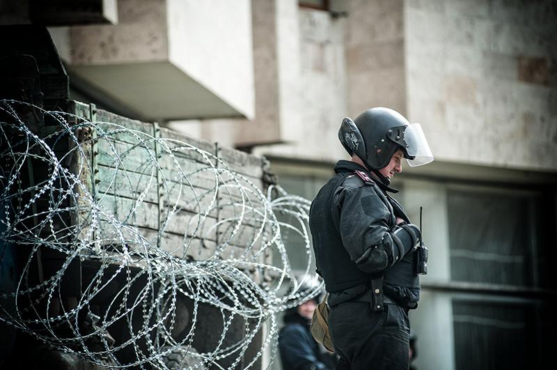 В Донецке милиция перешла на сторону народа