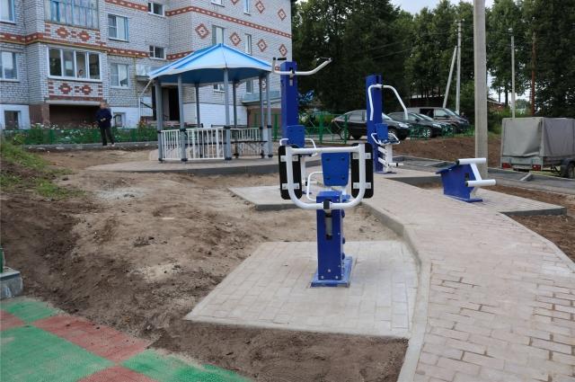 В селе Большой Сундырь благоустроена парковка, установлены детская площадка, беседка, проведено освещение, установлены заборы…