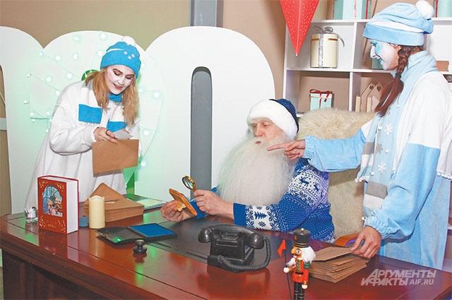 Дед Мороз со снеговиками ждут ребят в центре Fili Hall для увлекательного путешествия в волшебный мир.