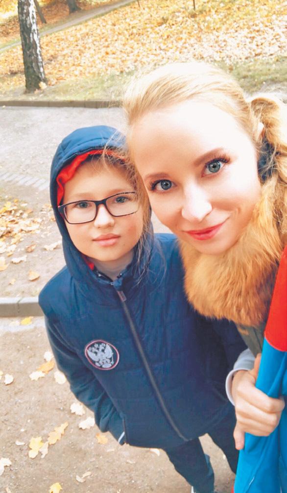 Сын поэтессы любит прогулки по Черёмушкам не меньше своей известной мамы.