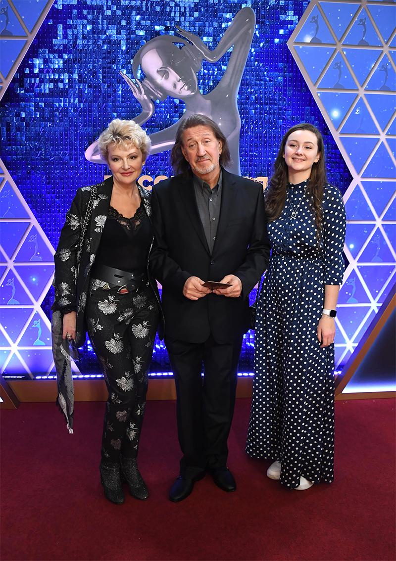 Олег Митяев с супругой, актрисой Мариной Есипенко и дочерью Дарьей.
