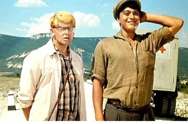 Александр Демьяненко и Руслан Ахметов в фильме «Кавказская пленница», 1967 год.