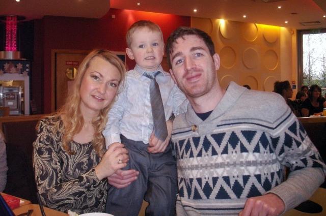 Майлз со счастливыми родителями.