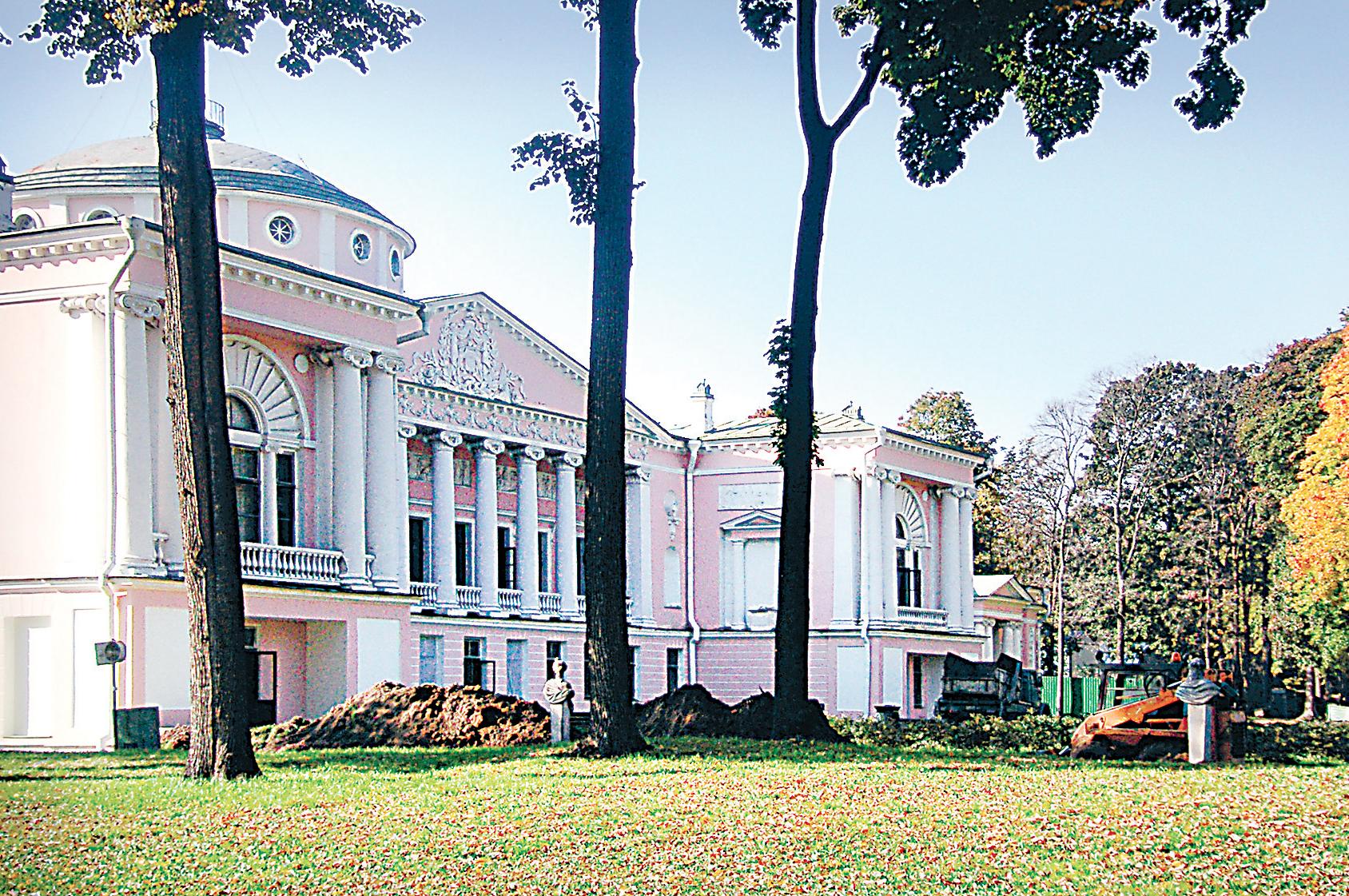(3) На сцене Останкинского театра блистали крепостные актёры