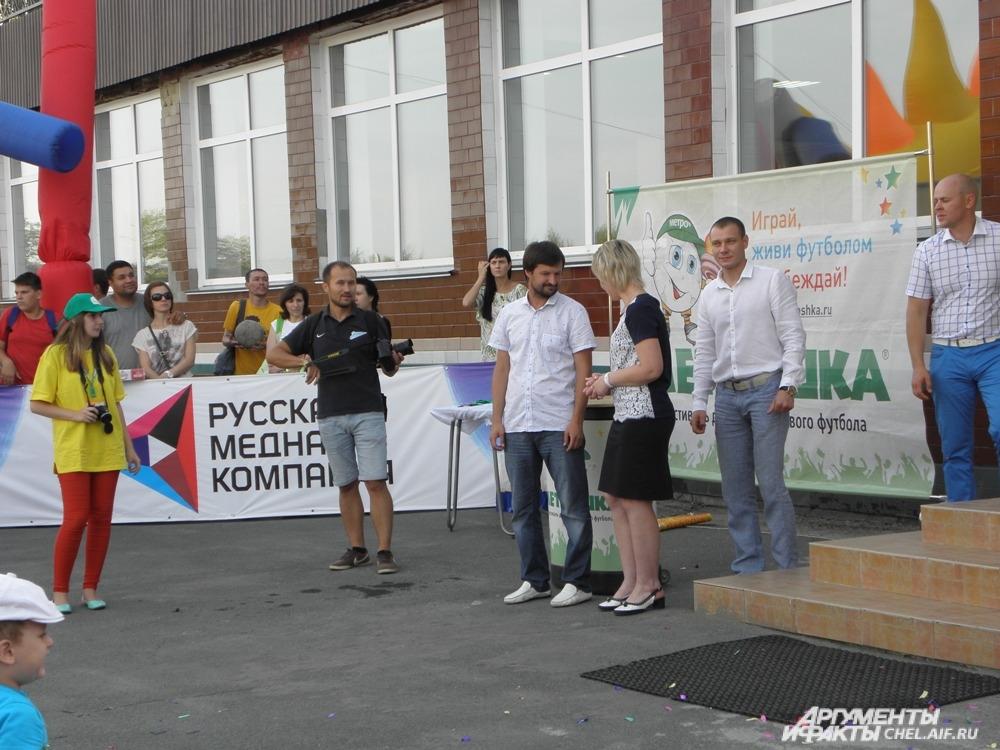 Победителей ждали призы, кубки, сладкое угощение и, конечно, сувениры и футболки на память от Русской медной компании.