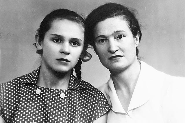 1959 г. Татьяна (справа) и её дочь Валентина.