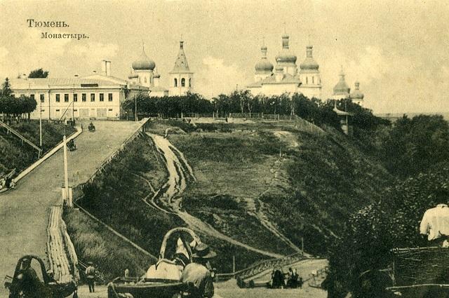 В марте 1918 года Царская улица была достаточно широкой для уездного города и имела электрическое освещение.