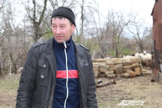 Степан не понимает, почему не может прописать жену в своём доме.