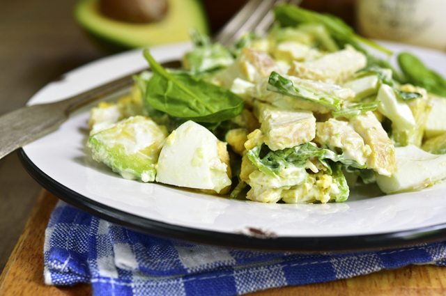 Салат с авокадо, спаржей и стручковой фасолью