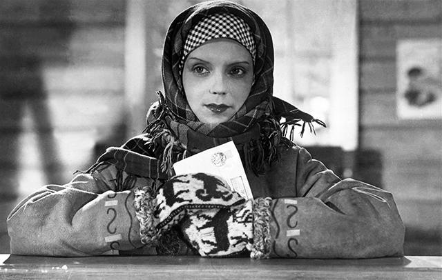 Марина Ладынина вфильме «Свинарка ипастух». Режиссер— Иван Пырьев. Мосфильм, 1941год.
