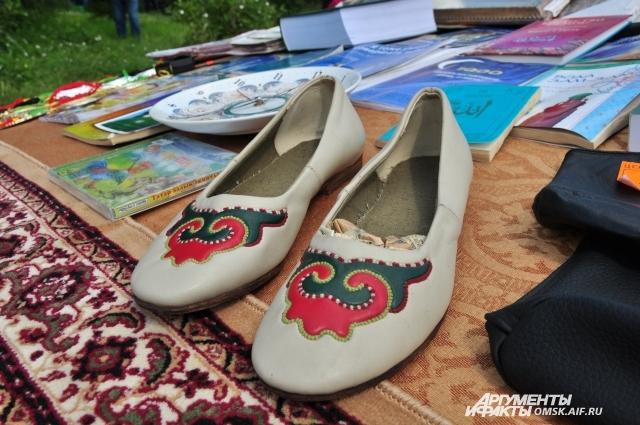 Современная кожная обувь татарок.