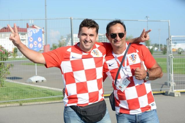 Болельщик Марио Окмазич (справа).