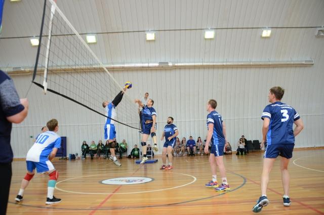 В программу спартакиады вошли такие дисциплины, как волейбол, стритбол, мини-футбол, настольный теннис, армрестлинг, дартс, плавание.
