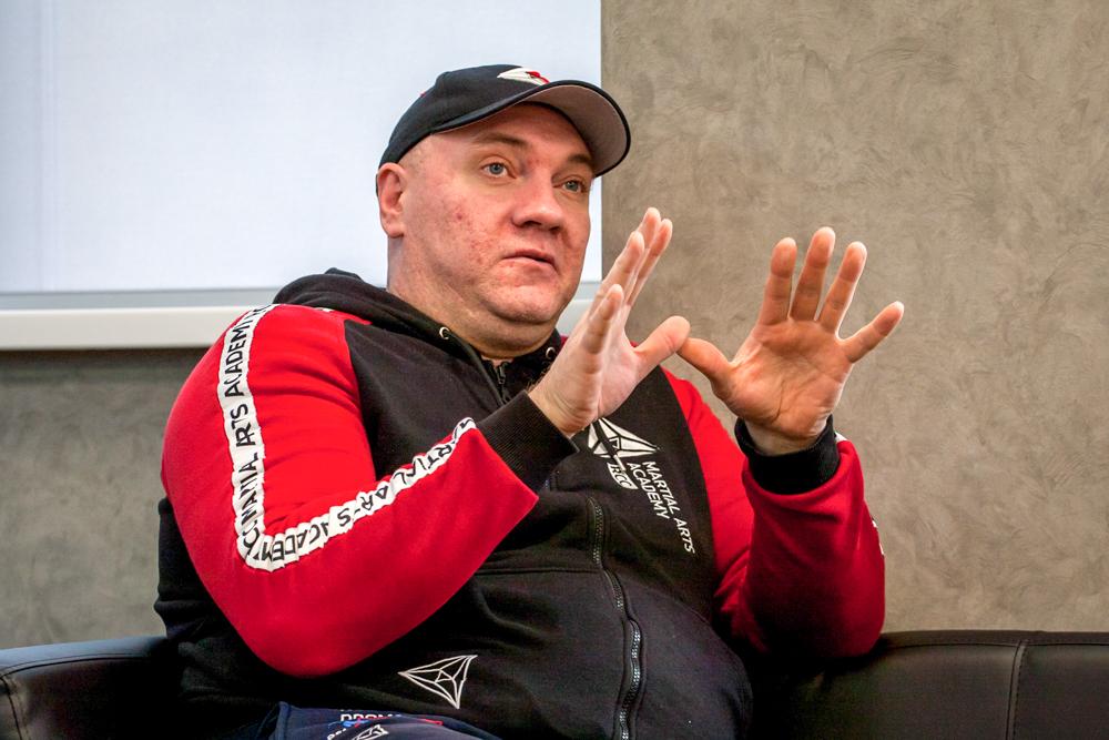Тренер по боксу Академии единоборств РМК Николай Попов.
