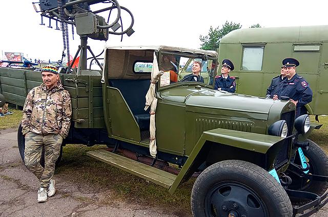 Конструкция техники времён Великой Отечественной интересно даже автоинспекторам.