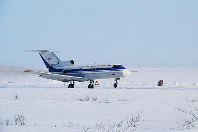 Самолёт Як-40.