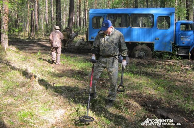 Поисковая группа обнаружила место падения самолета Самарцева и зафиксировала его координаты.