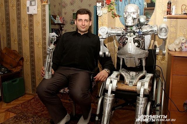 К сожалению, пока что робот прикован к инвалидной коляске.