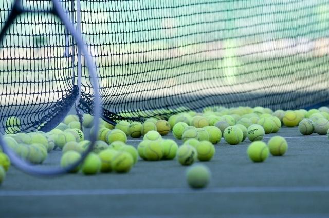 Теннис - утонченный спорт.
