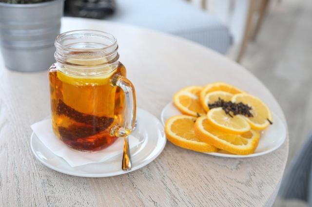 Чай с джемом - десертный вариант напитка.