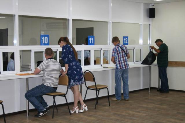 На прием документов в новом здании МРЭО будет работать 10 окошек.