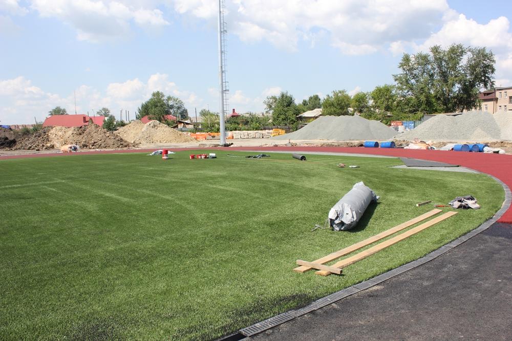Футбольное поле будущего ФОКа создавали специалисты из Екатеринбурга, участвовавшие в строительстве тренировочной базы для команд-участниц недавнего чемпионата мира по футболу.