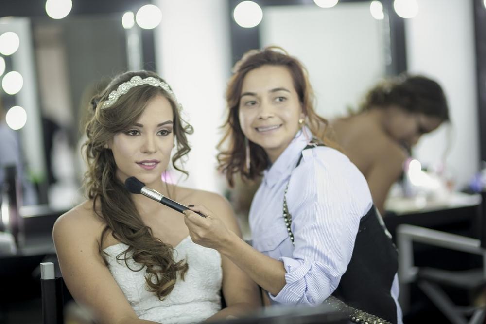На курсах научат создавать как повседневные образы, так и макияж для торжественных случаев.