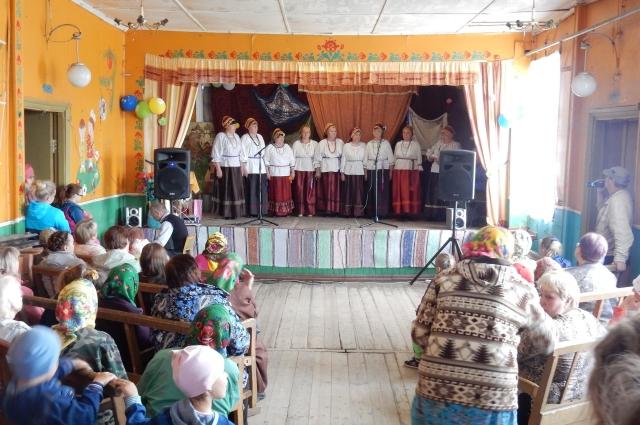 Жители Усть-Почи надеются, что в клубе ещё не раз выступит их ансамбль «Кенозёрочка».