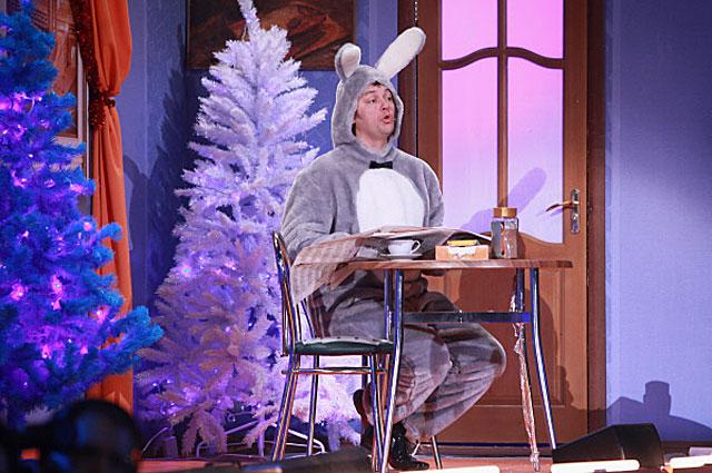 Сергей Нетиевский в театре Киноактера в съемках новогоднего шоу Уральские пельмени Борода измята . 2010 год